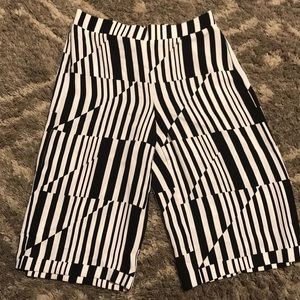 Chico's 0.5 Black/White Crop Pant